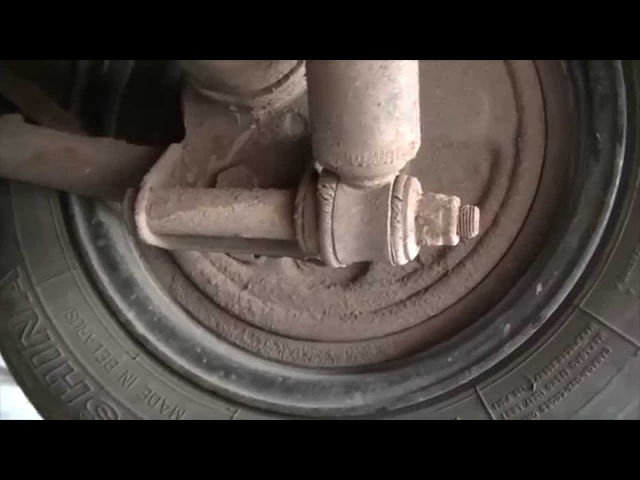 Замена резиновых втулок на задних амортизаторах ВАЗ Классика