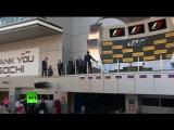 Владимир Путин вручил кубок Гран-при России гонщику Нико Росбергу