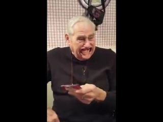 Дедушка должен был сказать речь с предметом во рту, но что-то пошло не так