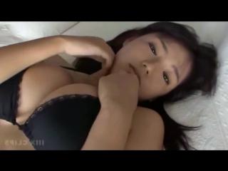 Широко раздвинула ноги на кастинге и показала бритую письку секс не порно не эротика