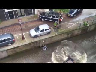 Гонки в  Амстердаме. Катер против Порш Кайен