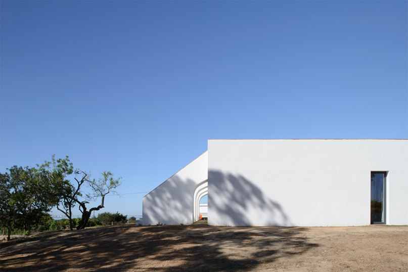casa modesta offers visitors a rustic retreat in algarve