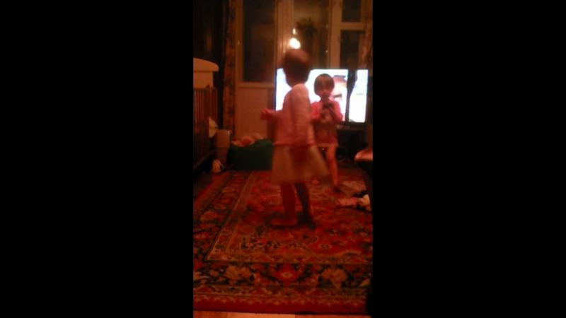 детские танцы отжимания от Кати!👩😹😸😀😁😂😊☺😄😅