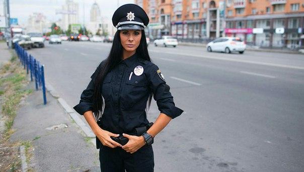 украинская девушка-коп