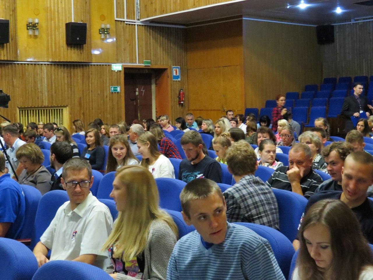 В Дзержинском районе прошел первый молодежный форум