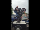 Тест Yamaha r1 на Вилли Машине (Wheelie Machine)