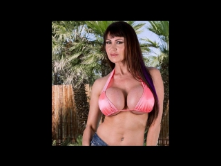 Veronica Rodriguez надрачивает анальное отверстие секс-игрушкой