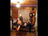 Пьяная малолетка танцует на вписке в подвале!