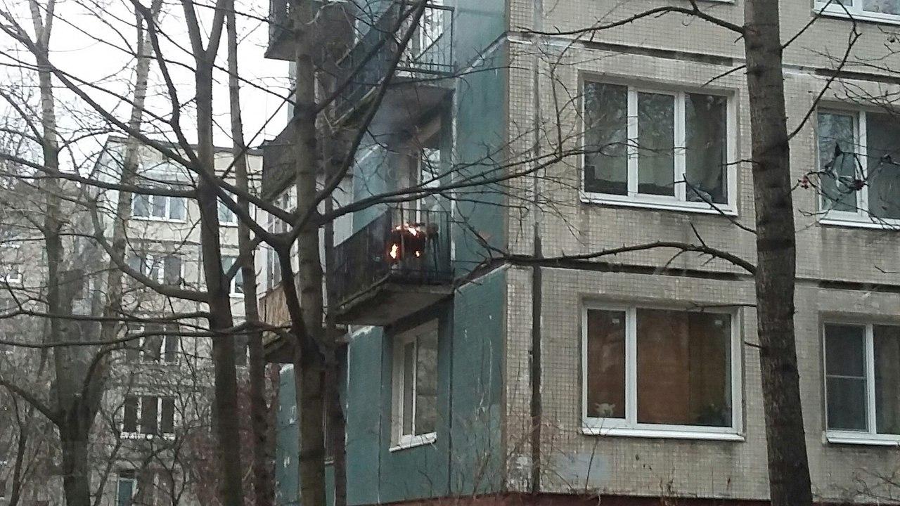 НаБудапештской улице из-за пиротехники зажегся балкон