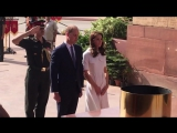 Kate struggles at a breezy India Gate