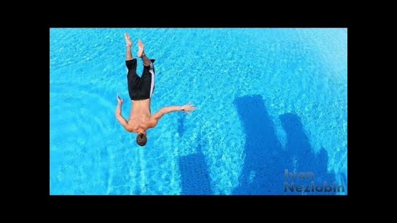 Невероятный прыжок бодибилдера из бассейна
