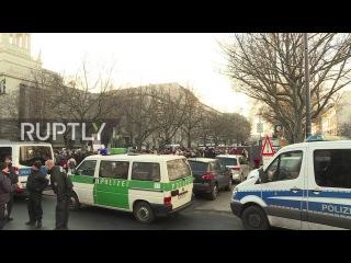 Германия: Протест провел за пределами Российского посольства в Берлине.