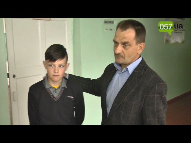 Директор однієї зі шкіл Харківщини намагався придушити дитину за проукраїнську стрижку
