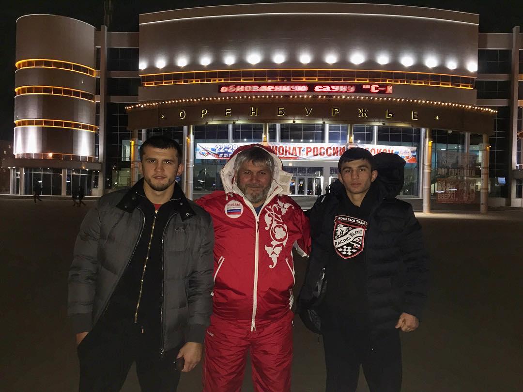 Альберт Туменов с отцом и братом в Оренбурге