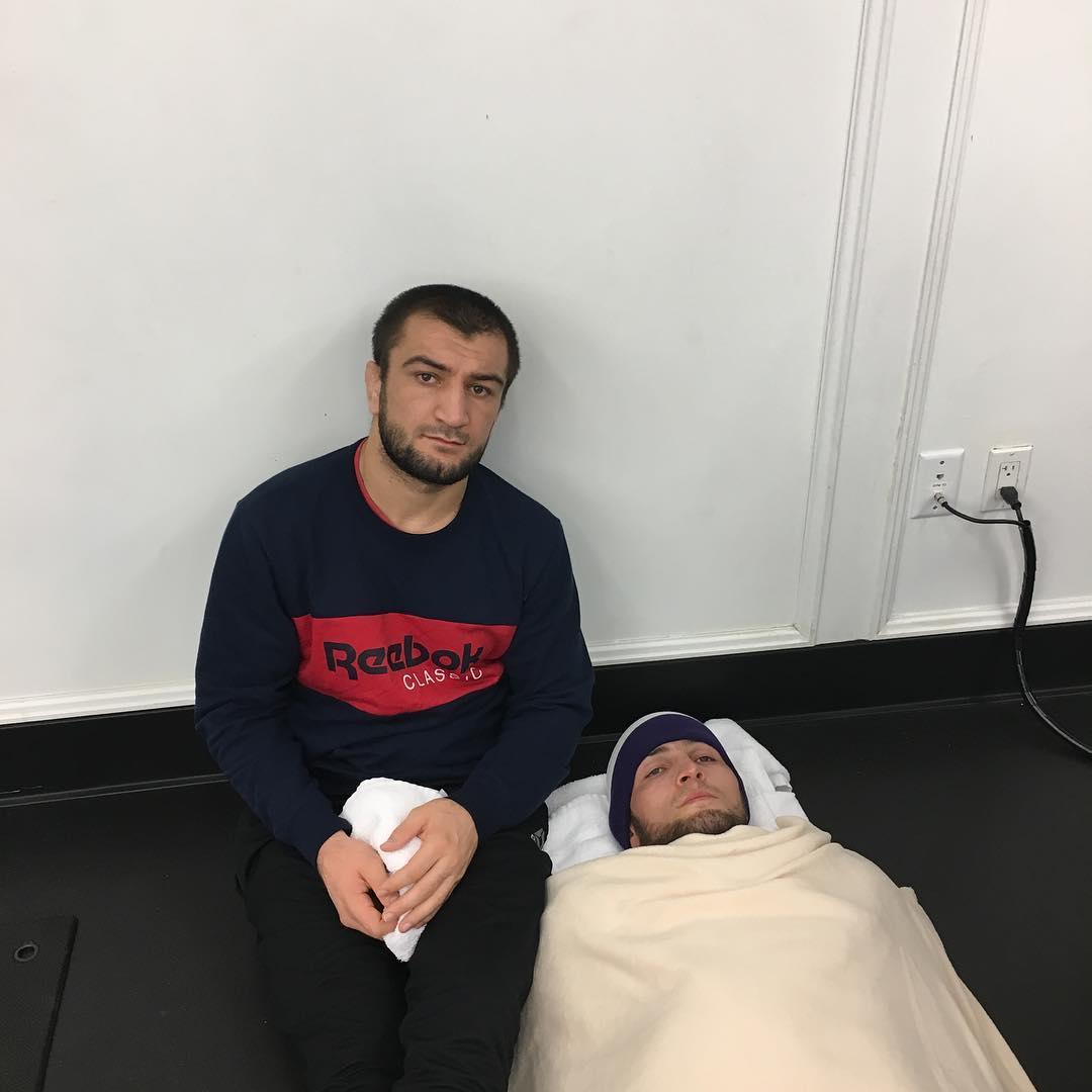 Хабиб Нурмагомедов гоняет последние килограммы перед взвешиванием с Майклом Джонсоном