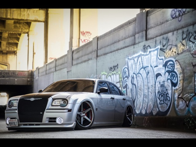2006 Chrysler 300 bagged Ferrada FR3 Machine Black Chrome Lip