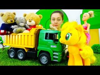 ПОНИ ЭППЛДЖЕК и БАРБИ нашли новых друзей! Игрушки, Куклы и Медведи танцуют. Видео для девочек