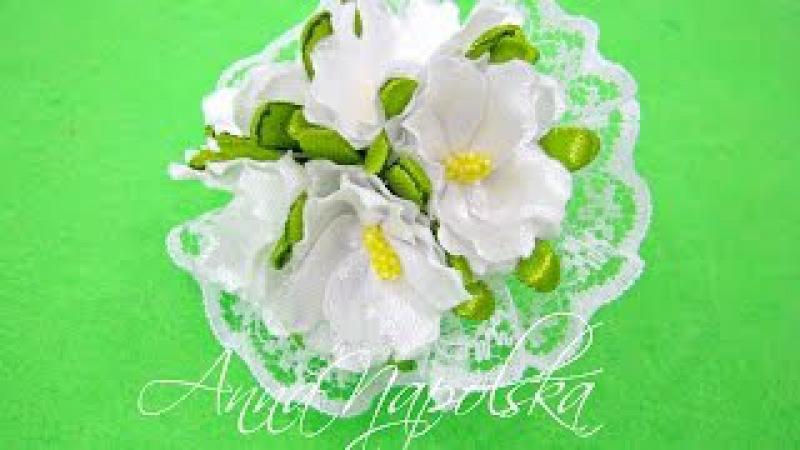 Ніжна резиночка з весняними квітами. Резиночка с весенними цветами канзаши. Spring flowers kanzashi