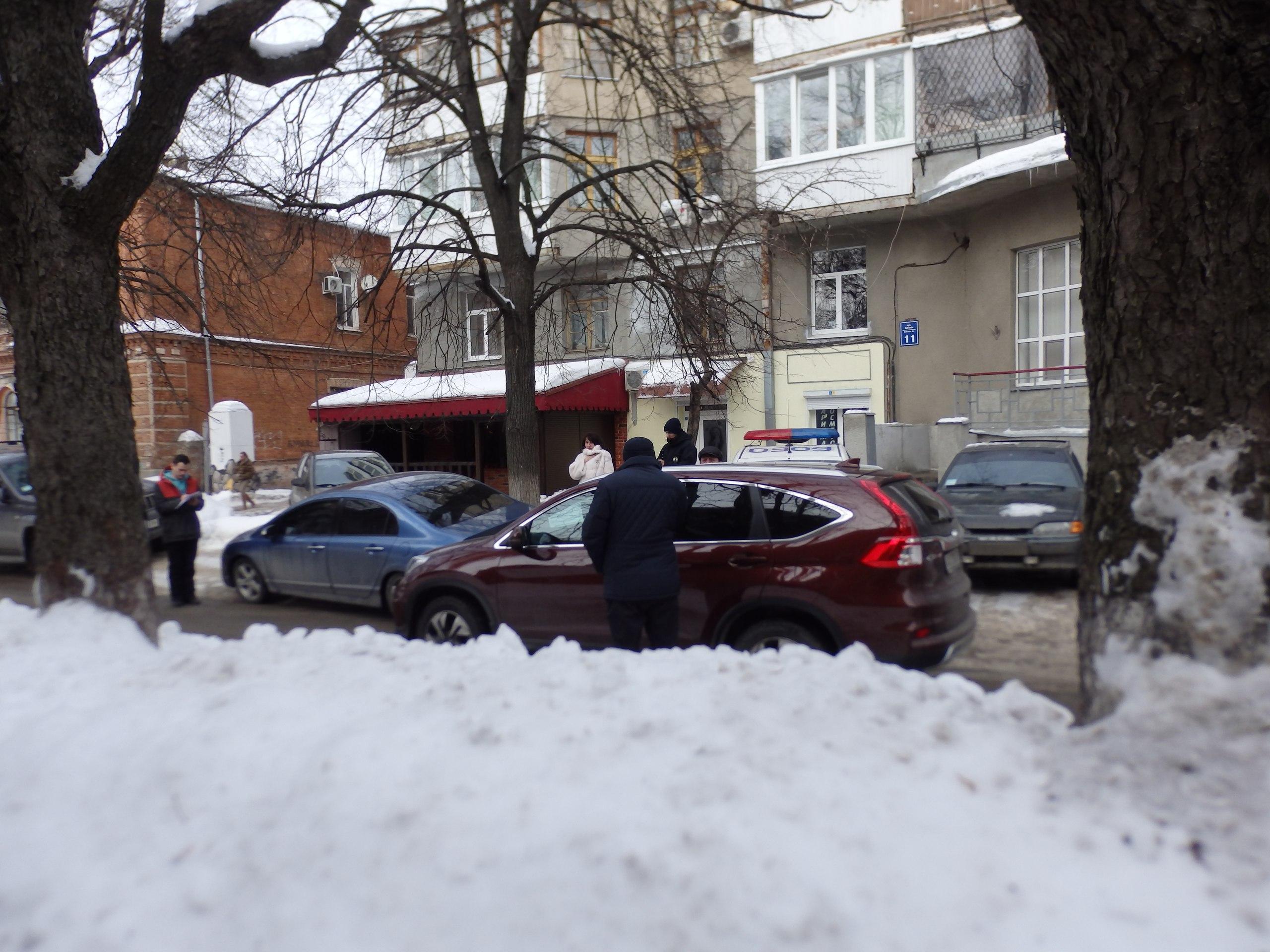 В центре Харькова люди вызвали полицию из-за гололеда (ФОТО)