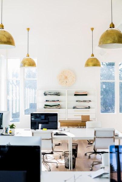 Светлый, солнечный, просторный офис для вдохновения! Уют витает в возд