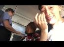 Как раздают орешки на американских авиалиниях