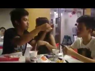 VIDEO LUCU cewek cantik di php in sama cowok homo - Funny Video Girl VS Gays