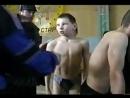 Jungs beim wiegen