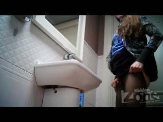Скрытая камера в женском туалете ресторана видео #7