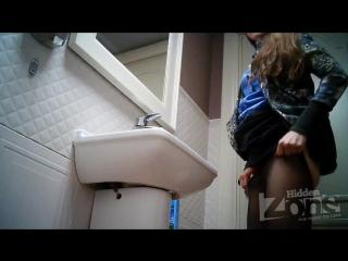 skritaya-kamera-v-tualet-pozda-bivshie-pornozvezdi-stavshie-aktrisami