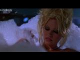 Памела Андерсон (Pamela Anderson Lee) голая в фильме Не называй меня малышкой (Barb Wire, 1996, Дэвид Хоган) 1080p
