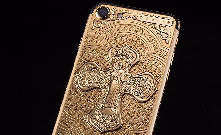 Золотой айфон с молитвами от Caviar