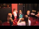 Уроки вокала проходят у нас с элементами актерского мастерства, например так)