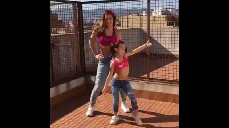 Мама с дочкой нереально круто танцуют!