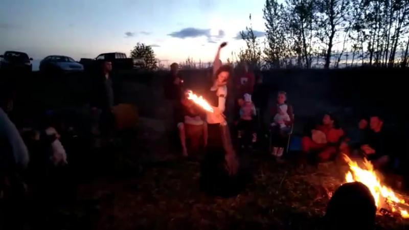 Барабаны на закате Tribal Dance Family Lin palm torch