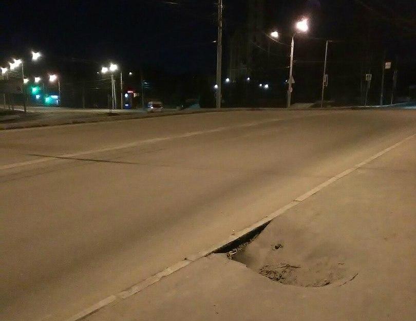 Нетак давно основанный тротуар провалился наулице Флотской вБрянске