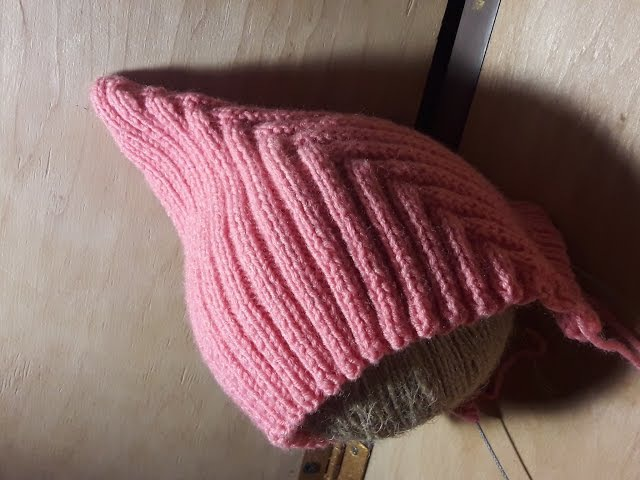 Модная детская шапочка спицами, как связать? Урок по вязанию. (Pixiehat шапочка)