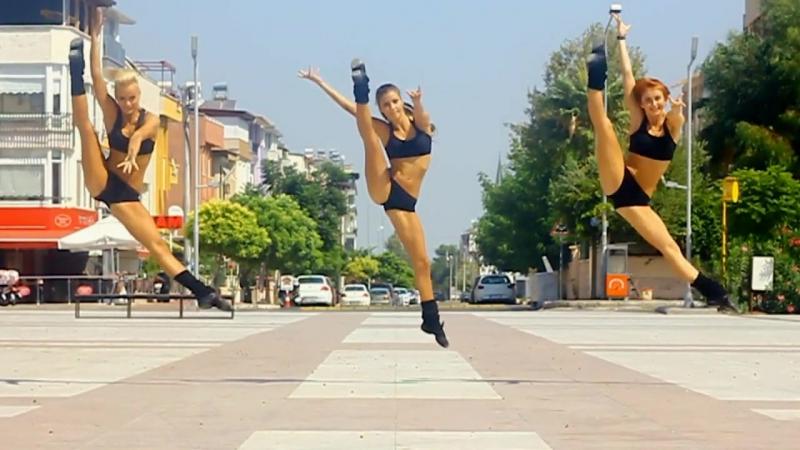 Алёна Чирва, (Харьков) Ирина Нораева (Харьков) и Марина Безъязыкова (Харьков) - красивые танцовщицы-гимнастки. Рекомендую!