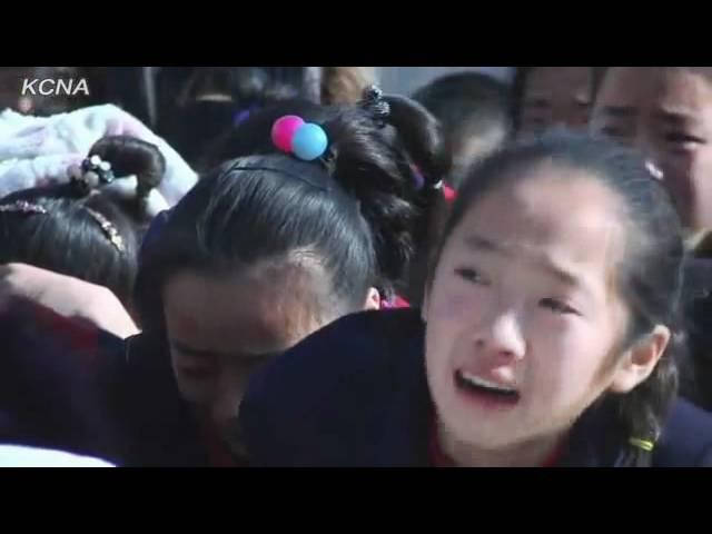 Norte coreanos choram muito após a morte de Kim Jong il