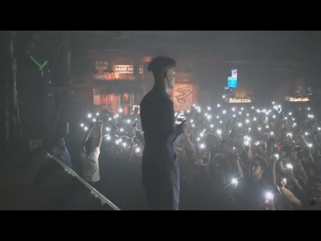 21 Savage Performs Red Opps X Live with a Knife in Houston (Issa Tour)