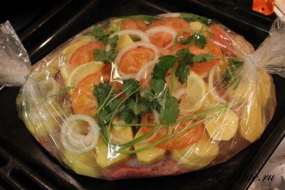 Картошка с рыбой в духовке в пакете рецепт