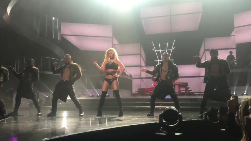 "Britney spears ""work bitch"" las vegas 1⁄18⁄17"