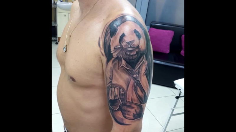 Татуировка панда на плече в стиле грейвош. Тату-салон you-key, мастер Юрий Куйдунен, Екатеринбург, Верхняя Пышма