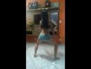 Две голые девушки танцуют тверк на камеру,большие сочные попки,(1)