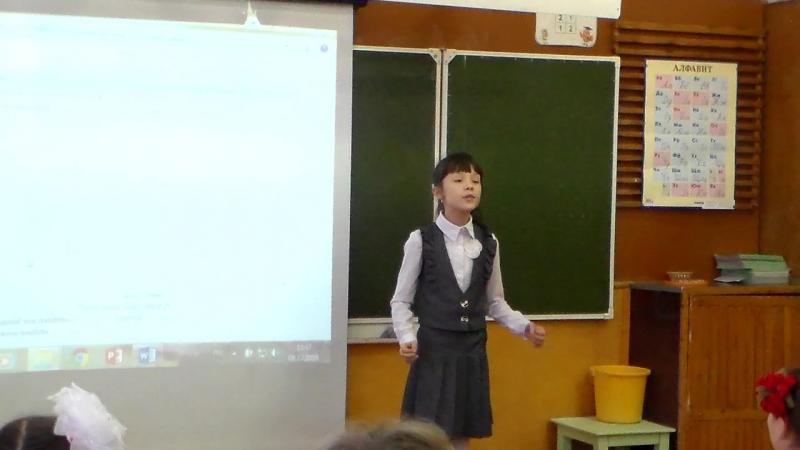 Катя с Миланой рассказывают стихи, в школе. Декабрь 2016 год.