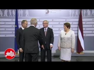 Глава Еврокомиссии Жан-Клод Юнкер  на саммите в Женеве или странные танцы )))