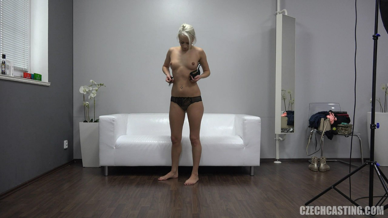 CzechCasting: Denisa (Молодую трахают на чешском кастинге)
