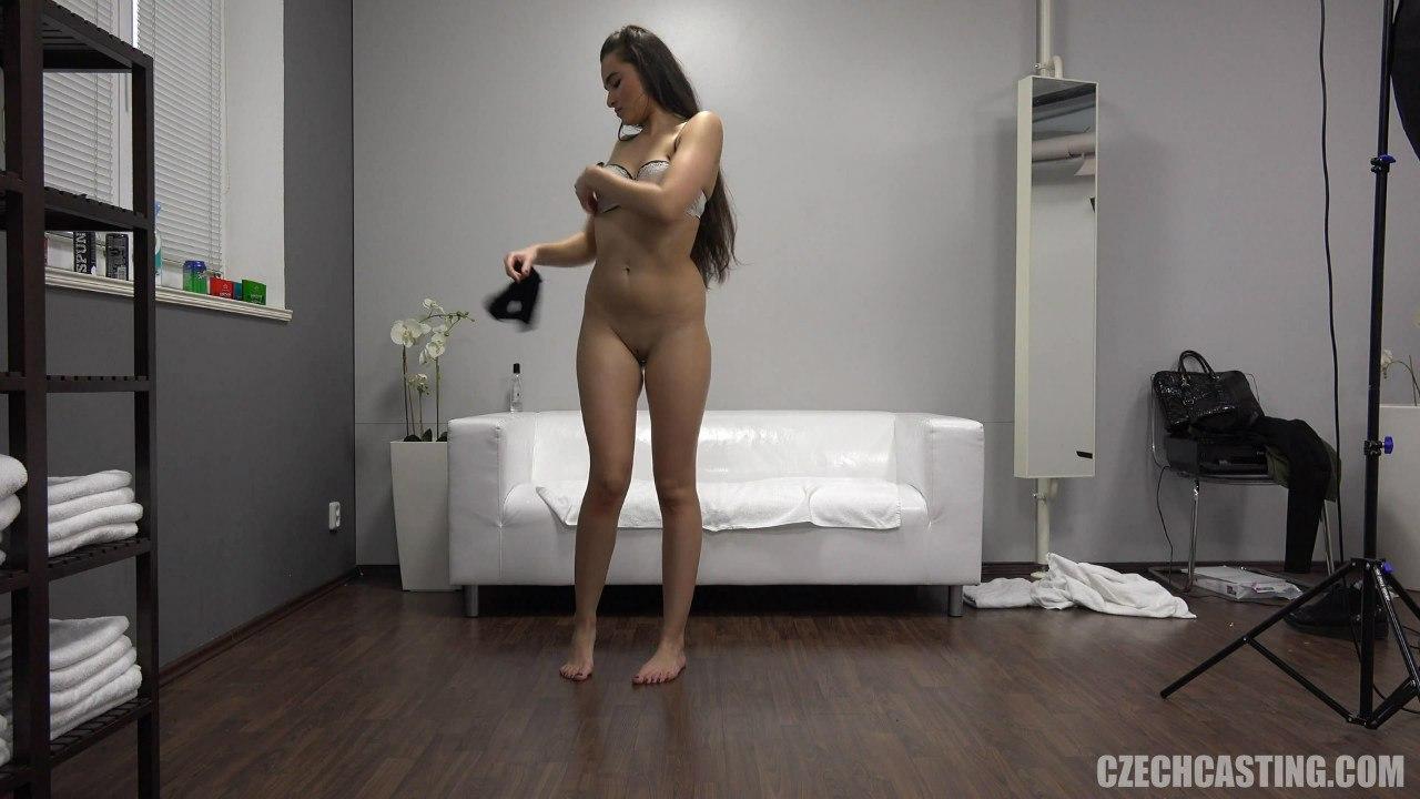 CzechCasting: Ester (Глотает сперму на чешском порно кастинге)