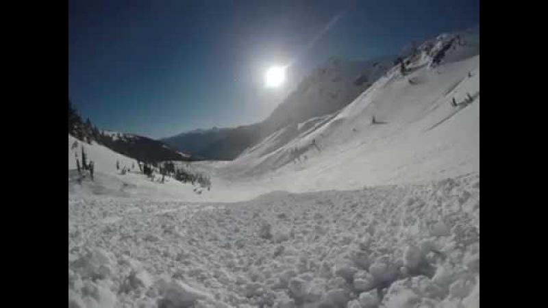 Сноубордист попал в лавину, выжил и смог снять это на камеру