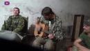 Ополченцы после боев поют под гитару. Ополчение Новороссии._HD_00