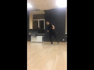Ну вот саша тут тоже танцует